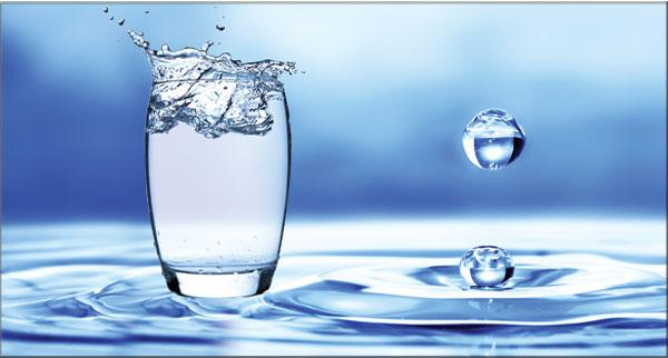 رغم أنه عنصر ضروري للحياة.. تعرف على مخاطر الإكثار من شرب الماء