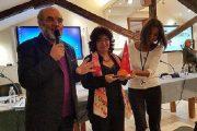 تتويج فوزية العسولي بجائزة المتوسط للنساء