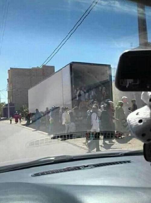 صورة لتلاميذ يذهبون للمدرسة في