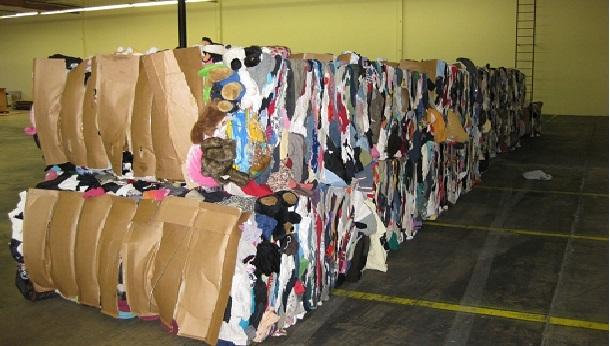 2 طن من ملابس
