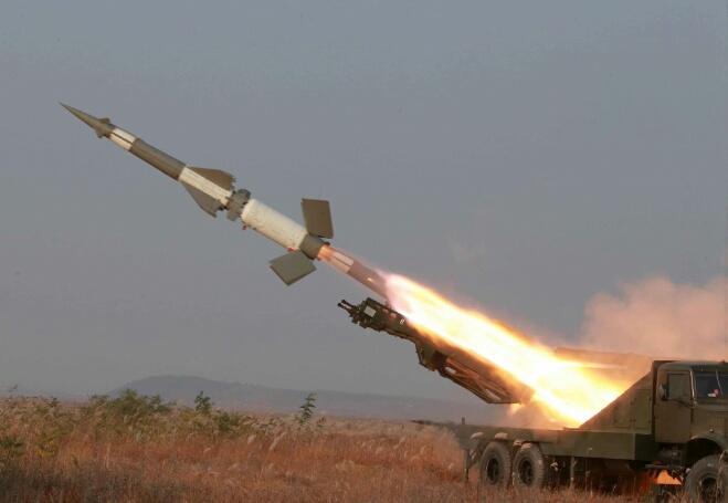 هجوم صاروخي يهز أفغانستان تزامنا مع زيارة مسؤولين كبار لها