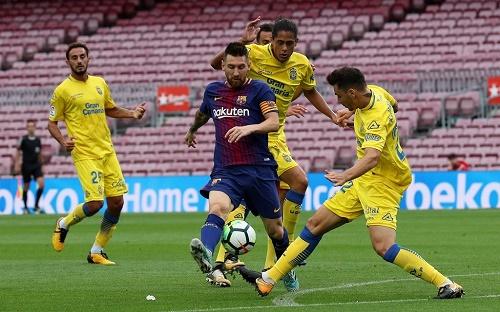 ميسي يقود برشلونة للفوز السابع تواليا