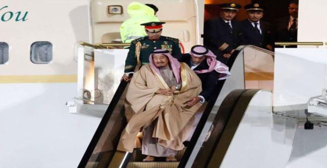 موقف محرج جدا للملك سلمان عند وصوله إلى روسيا