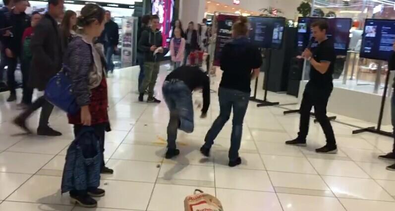 فيديو طريف.. شاهد ماذا فعلت زوجة بزوجها الخائن