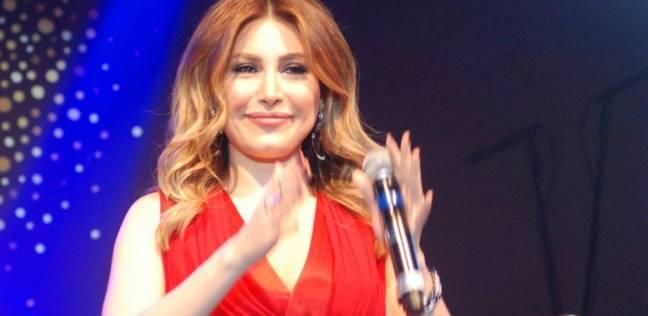 بالصورة.. الفنانة اللبنانية يارا كانت تشجع المنتخب الوطني يوم أمس