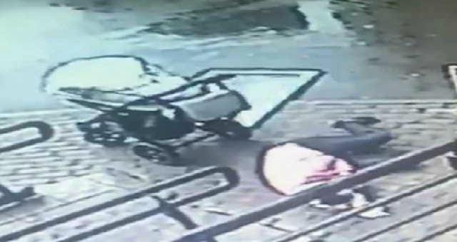 بالفيديو...نجاة أم وطفلها بأعجوبة من حادث قاتل