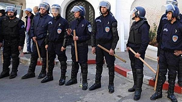 الجزائر.. مواجهات عنيفة بين الشرطة ومحتجين شرق العاصمة