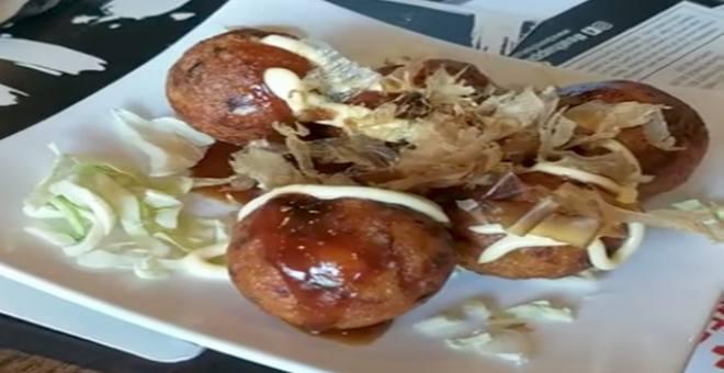 بالفيديو.. غريب.. وجبة كورية تتراقص أمام الزبائن قبل تناولها