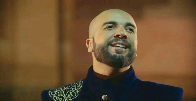 بالصورة.. الدوزي يغني بالأمازيغية مع أحد نجوم الأغنية الشعبية