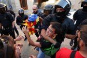 إسبانيا..  اشتباكات عنيفة بين الشرطة والناخبين فى كتالونيا