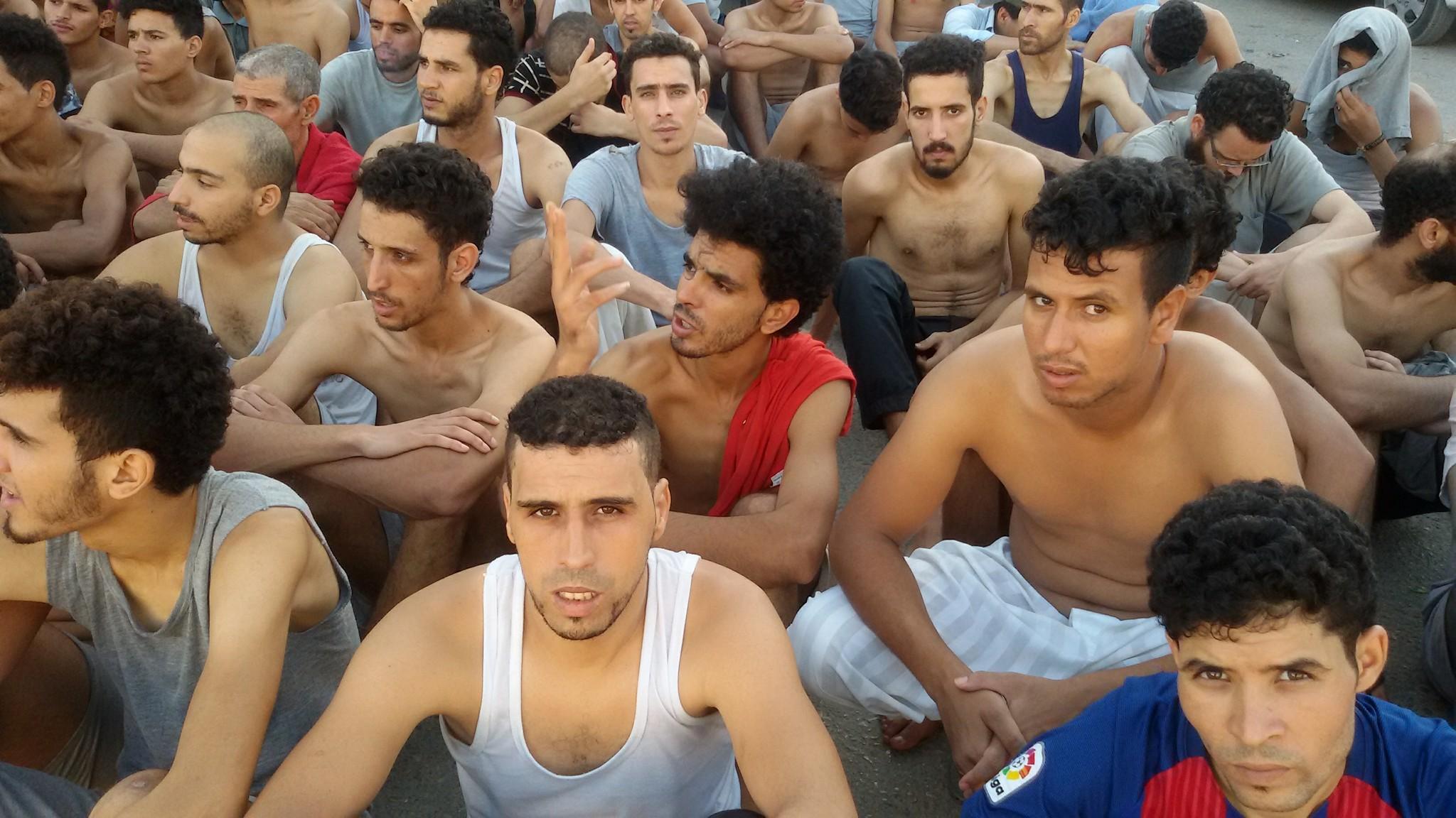 مغاربة محتجزون بليبيا يضربون عن الطعام.. وهذه هي الأسباب