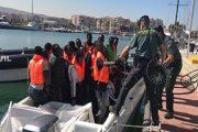 غرق مهاجر سري وإنقاذ 13 آخرين بسواحل مليلية المحتلة