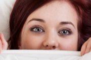 حيل مدهشة لتجنب انتفاخ العيون بعد الاستيقاض من النوم