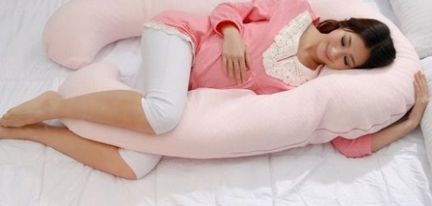 دراسة تؤكد نوم النساء الحوامل على جنبهن يحافظ على صحة الجنين