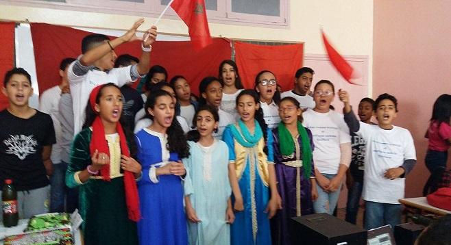 بالصور.. تلاميذ إعدادية عبد الله كنون بالدار البيضاء يحتفلون بذكرى المسيرة الخضراء