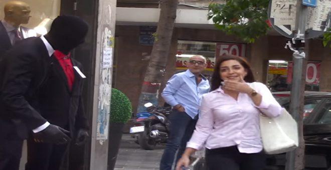 بالفيديو...شاهد كيف أصيب المارة بالذعر بسبب هذا المقلب !