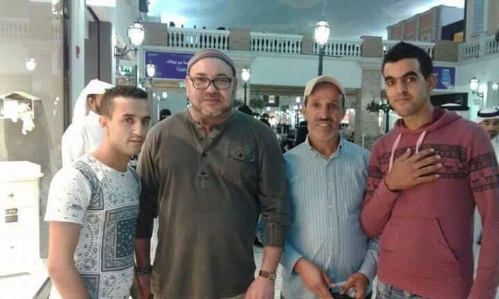 بعيدا عن البروتوكول.. الملك محمد السادس يلتقي مغاربة قطر