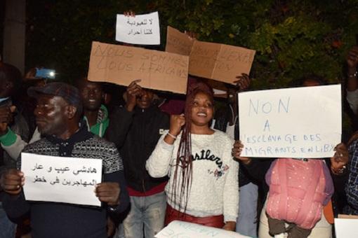 احتجاج أمام سفارة ليبيا بالرباط ضد الاتجار في البشر