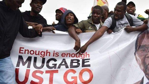 زيمبابوي.. خروج الآلاف من المواطنين للشارع ضد موغابي
