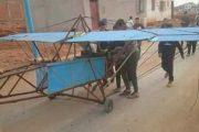 تحطيم السلطات لطائرة خشبية صنعها شاب بالعرائش يتير موجة استياء