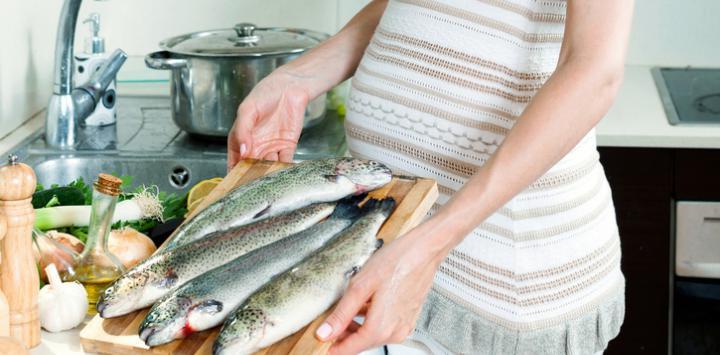 للحوامل.. تناول الأسماك لا يضر بالجنين