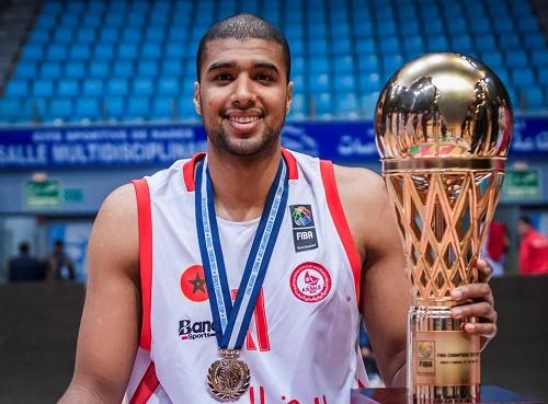 المغربي زويتة يحصل على جائزة لاعب في البطولة