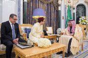 الملك يبعث رسالة إلى العاهل السعودي