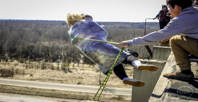بالفيديو.. نهاية مؤلمة لشخصين حاولا القفز من ارتفاع كبير
