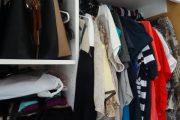 بالفيديو.. لتوفير الأموال.. تعلمي كيفية تجديد الملابس الشتوية القديمة