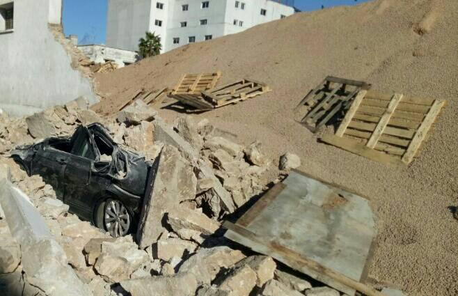 انهيار سور بالبيضاء يستنفر السلطات.. وأنباء عن سقوط ضحايا