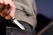 شاب يطعن صديقته بسكين مازحا ويرسلها إلى المستعجلات