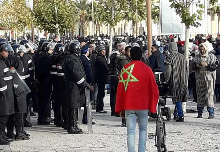 بعد لقاء السبت.. نشطاء جرادة يحتجون بلباس عمال الفحم