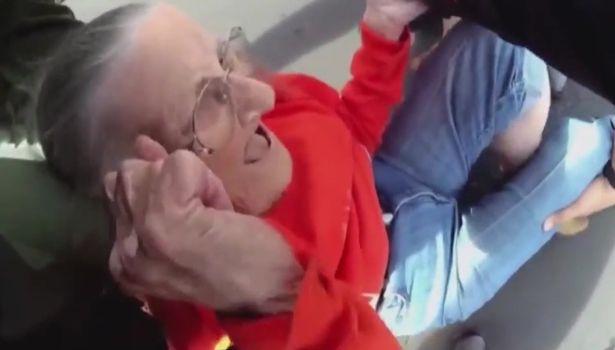 فيديو صادم.. تعامل لاإنساني مع سيدية عجوز تأخرت في دفع الإيجار !!