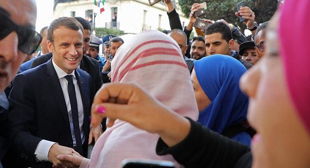 جزائريون يحاصرون ماكرون في الشارع و