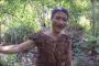 بالفيديو.. طرزان حقيقي قضى 40 عاما بالغابات ويقتات على لحم الفئران