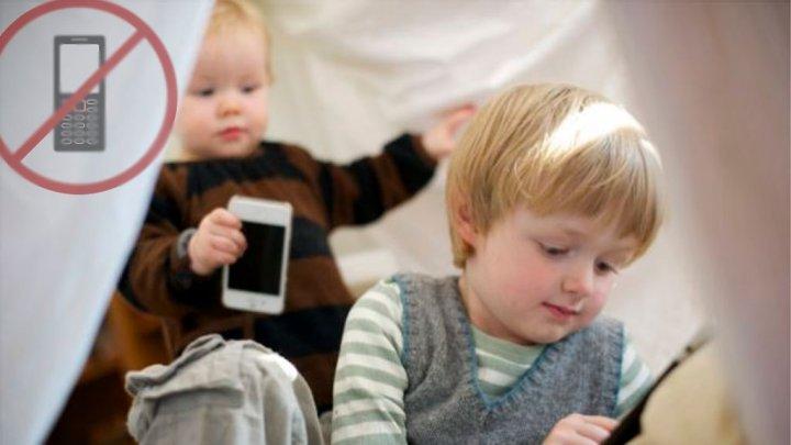 استخدام الهواتف الذكية قبل النوم يؤثر على صحة الأطفال