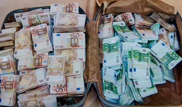 اعتقال مغربي في إيطاليا حاول تهريب الأورو