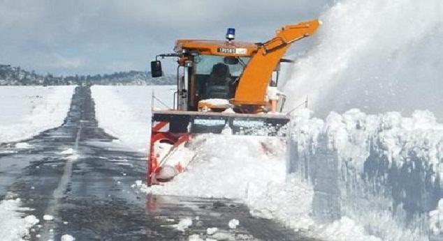 عمليات إزاحة الثلوج بجهة فاس- مكناس تمر في ظروف جيدة