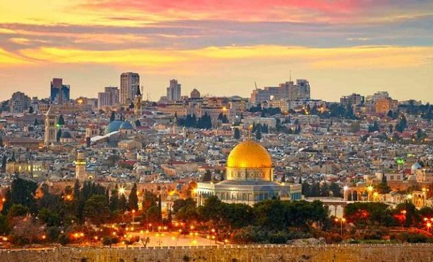أبو ردينة يؤكد أن القدس ليست للبيع ردا على تهديدات ترامب