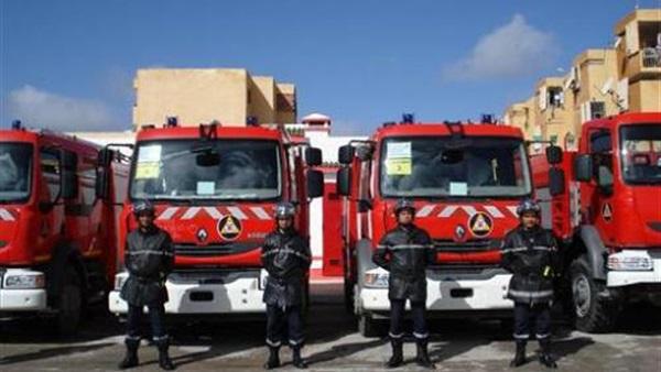بالفيديو... تصرف غريب لعناصر الإطفاء أثناء مواجهة حريق
