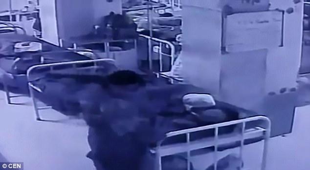 بالفيديو.. كاميرات المراقبة ترصد لحظة خطف رضيع من حضن أمه