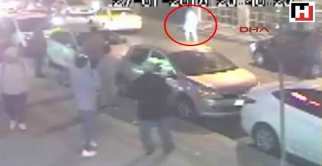بالفيديو.. طعن لاعب كرة قدم حتى الموت بعد محاولته إنقاذ سيدة من الضرب