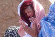 حامل تضع مولودها في الشارع بمساعدة متشردين