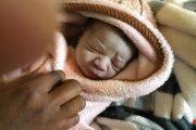مغربية بين العالقين بليبيا تضع مولودتها قبل ترحيلها بساعات