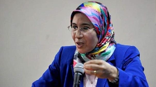 بعد قرصنة حسابها.. وزيرة تطلب روشارج 50 درهم عبر