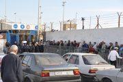 بالفيديو.. مغاربة يقضون الليل في العراء لدخول سبتة