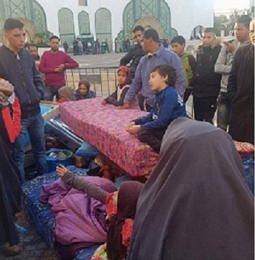 أسرة تنصب خيمة أمام القصر بتطوان والسلطات تعتقل الأب