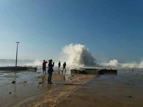 نشرة إنذارية... أمواج عالية يالسواحل الأطلسية ابتداء من اليوم