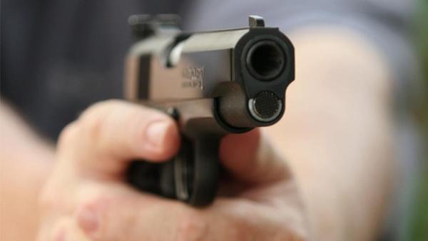 بالفيديو.. سطو مسلح على مصرف في وضح النهار
