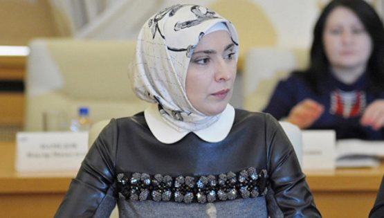 حمزتوفا.. أول مسلمة محجبة تنافس بوتين على الرئاسة